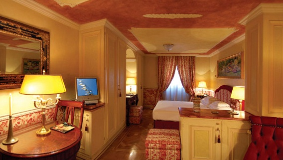 Номер Junior Suite отеля Petit Palais Hotel de Charme (4 звезды) Милан