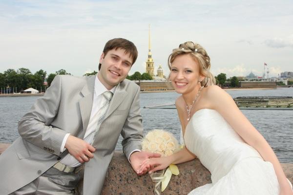 seks-svadba-peterburg-video-nagnulas-rakom-i-massiruet-popu