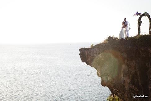 Свадьба на живописном утесе на острове бали